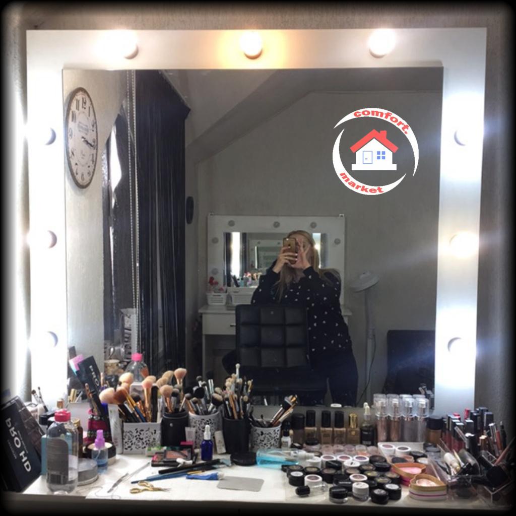Зеркало для мастера красоты, макияжа, причёсок - рабочее место визажиста, стилиста, парикмахера.