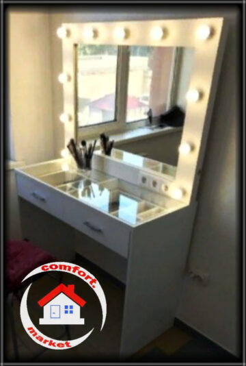 Комплект мебели для мастера макияжа и причёсок, салона красоты, студии: столик визажиста и гримерное зеркало с лампочками.