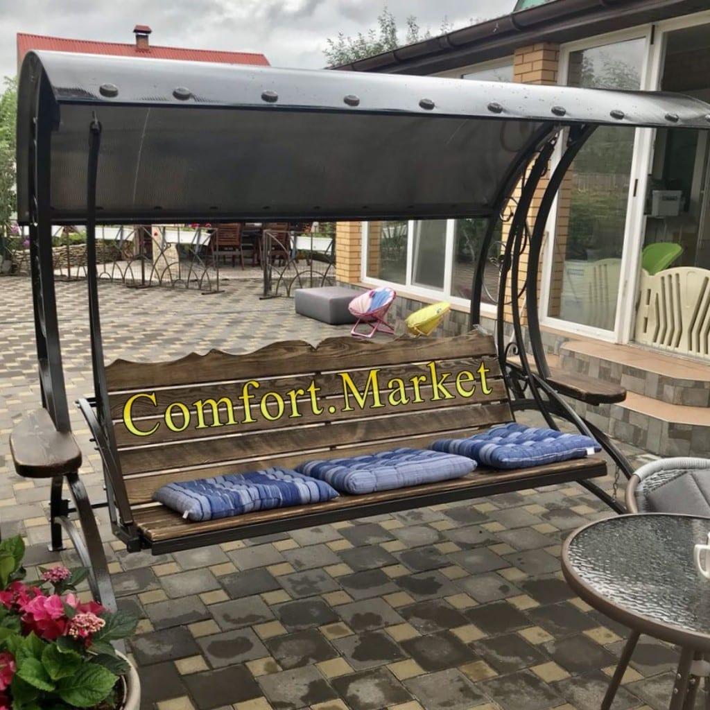 Садовые качели Paradise - фото возле дома клиента Comfort Market