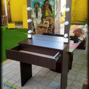 Купить стол и зеркало с подсветкой для салона красоты, мастера макияжа на дому в Киеве - Comfort Market